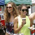 L'acteur Ian Somerhalder et Nikki Reed se baladent au marché de Studio city, à Los Angeles, le 20 juillet 2014.