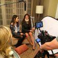 Non, Nina Dobrev et Nikki Reed ne sont pas battues pour les beaux yeux de Ian Somerhalder, elles tournent ensemble un spot de campagne pour la sécurité sociale, mars 2014.