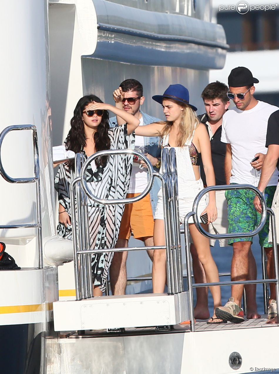 selena gomez and tommy chiabra dating Over the weekend, pictures of selena gomez frolicking on the beaches of mexico with her friends surfaced online, but her rumored boyfriend, dj zedd, is nowhere to be seen.