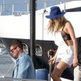Cara Delevingne file sur le nouveau yacht du milliardaire Alshaire Fiyaz sur son nouveau yacht, le Ecstasea, à Saint-Tropez le 21 juillet 2014.
