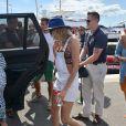 Selena Gomez et sa BFF Cara Delevingne arrivent sur le yacht Ecstesea du milliardaire Alshair Fiyaz, à Saint-Tropez, le 21 juillet 2014.