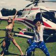 Cara Delevingne et Selena Gomez prêtes pour un tour en hélico près de Saint-Tropez, le 21 juillet 2014.