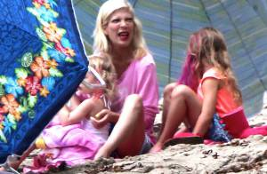 Tori Spelling : Attaquée par un ami, elle se console au soleil avec ses enfants