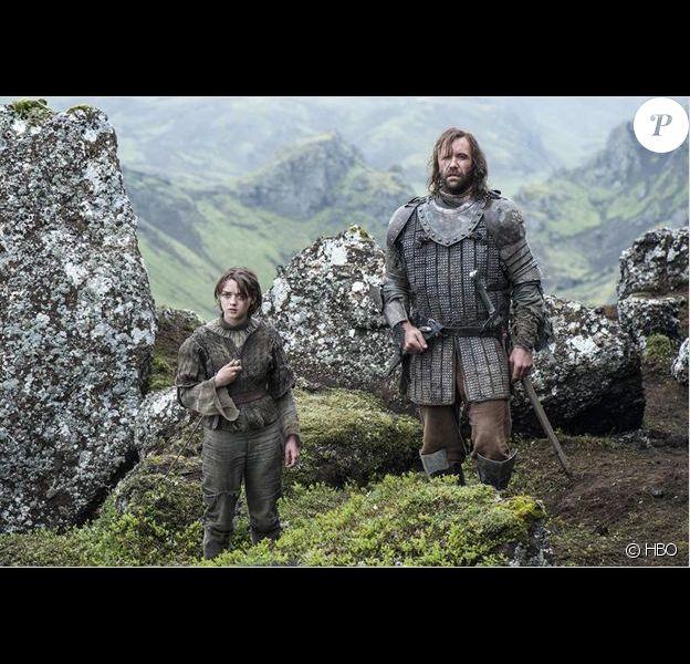 """Maisie Williams et Rory McCann la saison 4 de """"Game of Thrones"""", printemps 2014."""