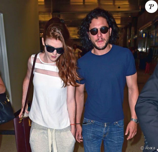Kit Harington et Rose Leslie : Les héros de Game of Thrones, à l'aéroport de LAX, Los Angeles, le 23 juillet 2014