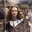 Johnny Depp, Mia Wasikowska et Anne Hathaway dans Alice au Pays des Merveilles.