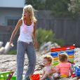 Tori Spelling en famille à la page de Malibu, le 30 juillet 2014.