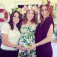 La jolie Alyssa Milano a fêté sa deuxième baby shower entourée de ses amies, le 10 août 2014.