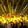 Le DJ David Guetta mixe lors d'une soirée au Gotha à Cannes le 15 août 2014.