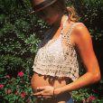 Stacy Keibler a partagé des photos sur Instagram de son baby bump en mai 2014.