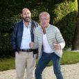 """Kad Merad et Olivier Baroux posant au photocall du film """"On a marché sur Bangkok"""" lors 7ème Festival du Film Francophone d'Angoulême, à Angoulême, le 23 août 2014."""