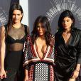 Kim Kardashian, Kendall et Kylie Jenner assistent aux MTV Video Music Awards 2014 au Forum. Inglewood, Los Angeles, le 24 août 2014.