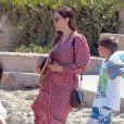 Liv Tyler en vacances avec son compagnon Dave Gardner et son fils Milo à Formentera, le 26 août 2014.