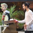 """Exclusif - Bill et Tom Kaulitz du groupe """"Tokio Hotel"""" quittent le restaurant """"Astro Burger"""" à West Hollywood le 14 juin 2014."""