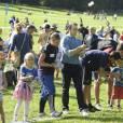 Le prince Daniel de Suède a accueilli près de 1 500 jeunes lors de la Journée du Sport Prince Daniel dans le parc du palais Haga, le 7 septembre 2014 à Stockholm