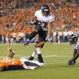 """ Ray Rice des Baltimore Ravens file au touchdown en septembre 2013 contre les Denver Broncos. Le running back a été limogé le 8 septembre 2014 après la publication d'une vidéo le montrant mettre KO sa compagne Janay Palmer le 15 février dans un casino d'Atlantic City. """