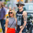 Ashley Tisdale et son mari Christopher French se promènent main dans la main à New York, le 30 juillet 2014