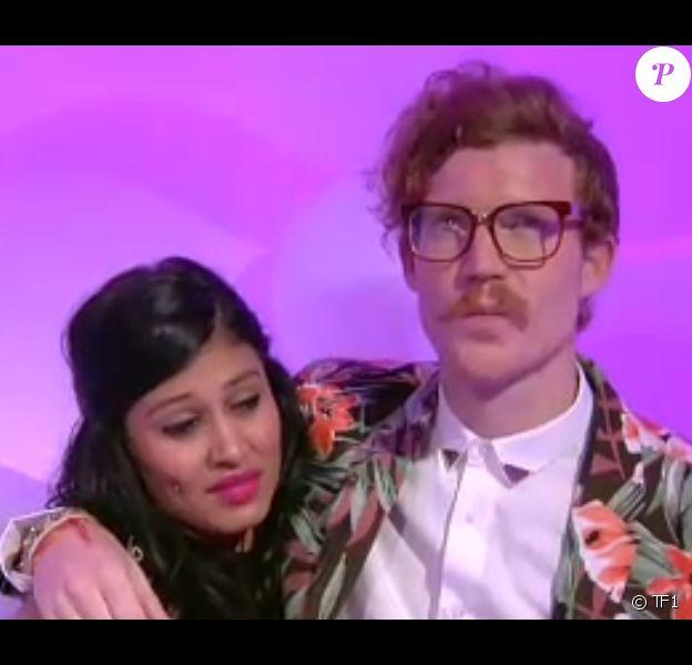 """Geoffrey dans le sas aux côtés de Jessica, sur l'hebdo de """"Secret Story 8"""" sur TF1, le 15 août 2014."""