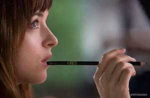 Fifty Shades of Grey : Dakota Johnson subjuguée pour une photo suggestive