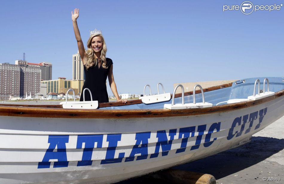 Kira Kazantsev, Miss America 2015, prend la pose à Atlantic City, le 15 septembre 2014