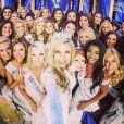 Kira Kazantsev, élue Miss America 2015, s'offre un selfie avec ses concurrentes, le 14 septembre 2014