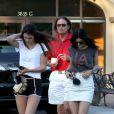 Bruce et ses filles Kylie et Kendall Jenner à Los Angeles, le 8 octobre 2013.
