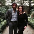 Fran Drescher et son mari Shiva Ayyadurai posent dans le jardin d'un ami à Paris le 18 septembre 2014.