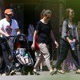Exclusif - Jeremy Renner en famille au zoo de Nashville, le 5 mai 2014.