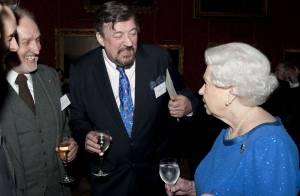 Stephen Fry et la cocaïne : Il avoue avoir sniffé même chez Elizabeth II...