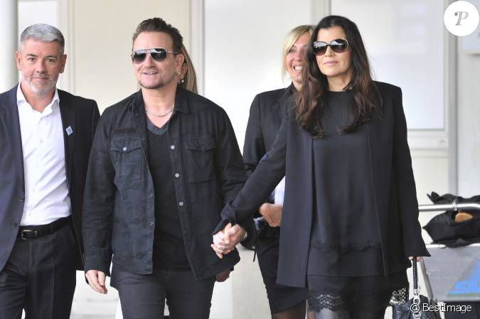 bono et sa femme ali hewson arrivent venise le 27 septembre 2014 pour le mariage de george. Black Bedroom Furniture Sets. Home Design Ideas