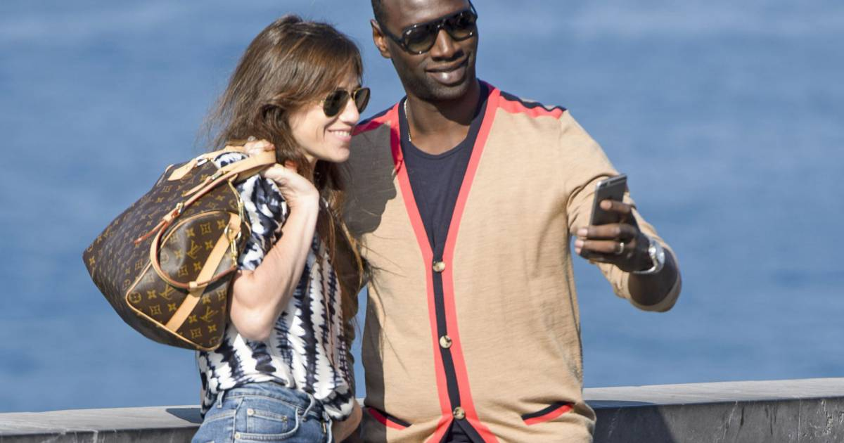 Charlotte gainsbourg et omar sy complices en mode selfie for Dans vos airs charlotte gainsbourg