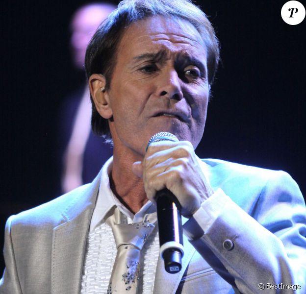 Cliff Richard en concert à Liverpool, le 19 octobre 2011.