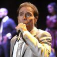 Le chanteur anglais Cliff Richard en concert à Liverpool, le 19 octobre 2011.
