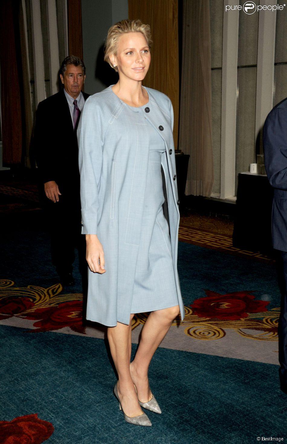 La princesse Charlene de Monaco, enceinte de près de 7 mois, lors de la soirée du 7e Forum mondial sur l'autisme à New York le 25 septembre 2014