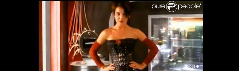 Coralie des L5 dans le clip Toutes les femmes de ta vie