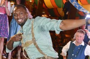 Usain Bolt : Jolies filles, bière et chapeau grotesque pour l'Oktoberfest !