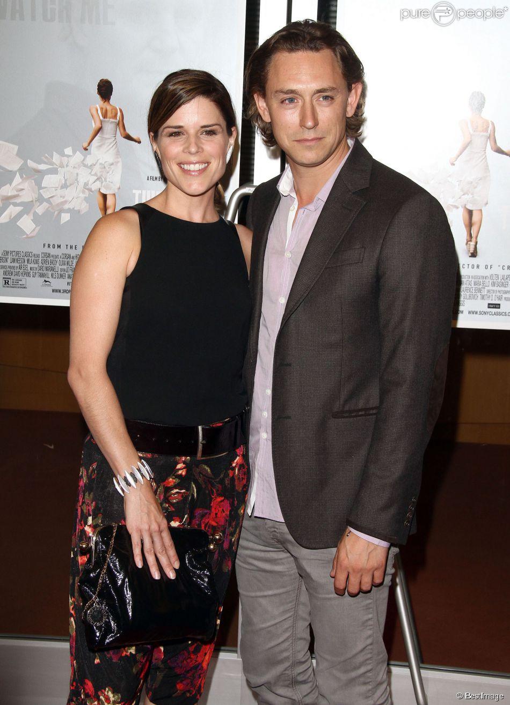 """Neve Campbell et son compagnon JJ Feild lors de l'avant-première du film """"The Third Person"""" à Hollywood, le 9 juin 2014."""