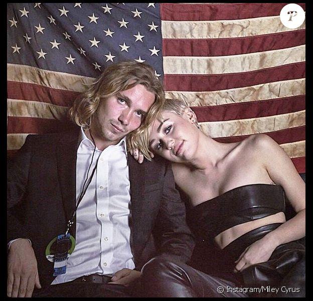 Miley Cyrus a offert un quart d'heure de gloire mémorable à Jesse Helt, jeune SDF qu'elle a pris sous son aile, lors de la cérémonie des MTV Video Music Awards, le 24 août 2014.