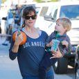 Exclusif - Jennifer Garner et son fils Samuel Garner Affleck vont au Starbucks à Brentwood, le 22 septembre 2014.