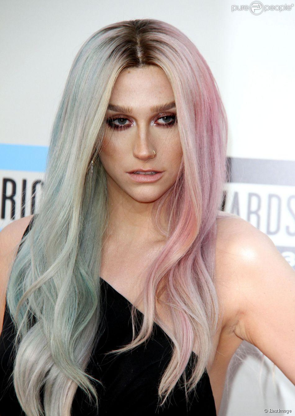 """Kesha à la soirée """"American Music Awards 2013"""" à Los Angeles, le 24 novembre 2013."""