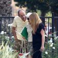 Rick Bynes et Lynn Organ, les parents d'Amanda Bynes arrivent à l'hôpital Las Encinas de Los Angeles, le 10 octobre 2014.