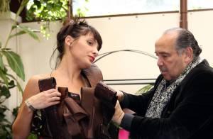 Erika Moulet : Une brunette gourmande et sexy dans sa robe en chocolat !