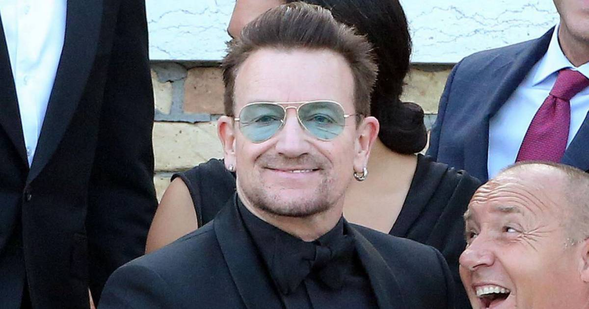 bono r v le son secret pourquoi la star de u2 ne quitte jamais ses lunettes purepeople. Black Bedroom Furniture Sets. Home Design Ideas