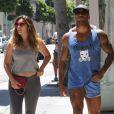 Kelly Brook et David McIntosh se promènent à Beverly Hills, le 11 juillet 2014.