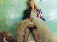 PHOTOS : Kate Moss nous dévoile ce qu'elle cache sous sa jupe...