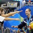 William Meynard lors des championnats du monde à Shanghai le 28 juillet 2011 lors de la cérémonie des médailles après le 100m nage libre