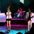 Marion Cotillard en pleine performance avec le groupe Metronomy pour l'anniversaire des 30 ans de la chaîne Canal+. Une séquence enregistrée au Palais des sports le 31 octobre 2014 et diffusée le 4 novembre
