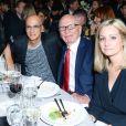 Liberty Ross, Jimmy Iovine, Rupert Murdoch et Natalie Ravitz lors des WSJ Innovator Awards au musée d'art moderne, à New York. Le 5 novembre 2014.