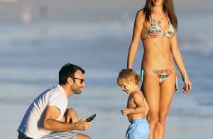 Alessandra Ambrosio : Maman sexy en bikini, elle s'éclate à la plage