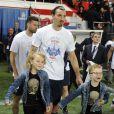 Zlatan Ibrahimovic et ses fils Maximilian et Vincent lors du match entre le Paris Saint-Germain et Rennes au Parc des Princes à Paris le 7 mai 2014